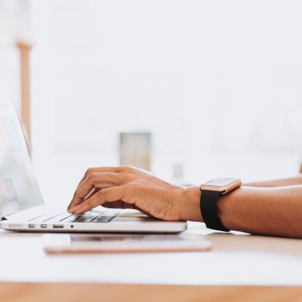 仕事のできる人は電話ではなくメールを活用している!そのメリットとは