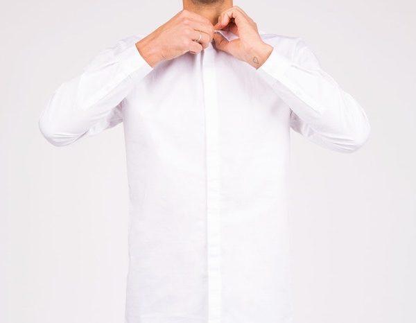 ビジネスマン必見!ワイシャツの下にはインナーを着用しよう!