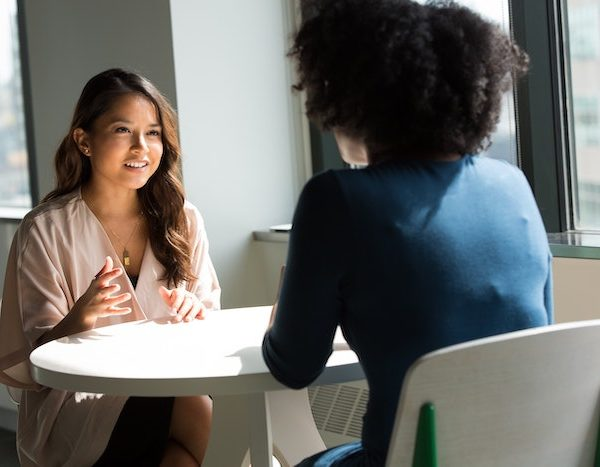会話でわかる!一流のビジネスパーソンが心がけている話し方、3つの特徴!